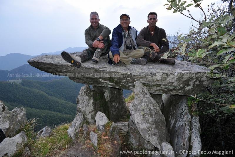 24-settembre-2011-dolmen-monte-freddone-alpi-apuane-apuanian-alps-enrico-calzolari-photo-paolo-maggiani_dsc4380jpg_26074595271_o