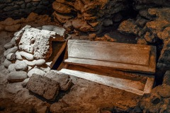 4193636__19042008_Aulla-Lunigiana-medioevo-misteri-mistero-Paolo-Maggiani-S.Caprasio-San-Caprasio-tomba