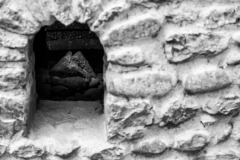 4193623__19042008_Aulla-Lunigiana-medioevo-misteri-mistero-Paolo-Maggiani-S.Caprasio-San-Caprasio-tombaBN