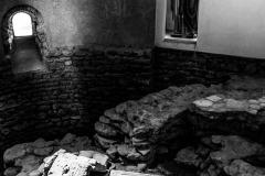 4193637__19042008_Aulla-Lunigiana-medioevo-misteri-mistero-Paolo-Maggiani-S.Caprasio-San-Caprasio-tombaBN