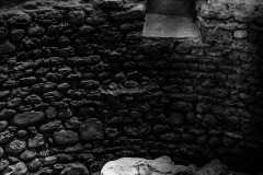 4193653__19042008_Aulla-Lunigiana-medioevo-misteri-mistero-Paolo-Maggiani-S.Caprasio-San-Caprasio-tombaBN