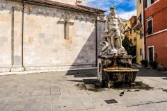 D70015_DSC8014_Paolo-Maggiani_04052015_Bacio-Bandinelli-Carrara-Duomo-fontana-gigante-marmo-Nettuno-pieve-S.-Andrea