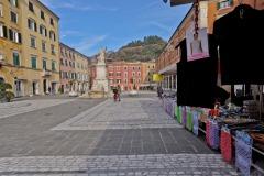 d70016mag_7974_Carrara_Lunedì-giorno-di-mercato_maggiani-paolo_24482436544_o