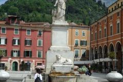 D70015_DSC7938_Paolo-Maggiani_04052015_Beatrice-DEste-Carrara-marmo-monumento-piazza-Alberica