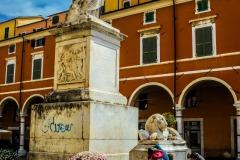 D70015_DSC7974_Paolo-Maggiani_04052015_Beatrice-DEste-Carrara-marmo-monumento-piazza-Alberica