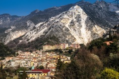 Carrara_Torano_vista-sul-paese-e-le-Cave-di-Marmo-2008_maggianipaolo_01_24613409383_o