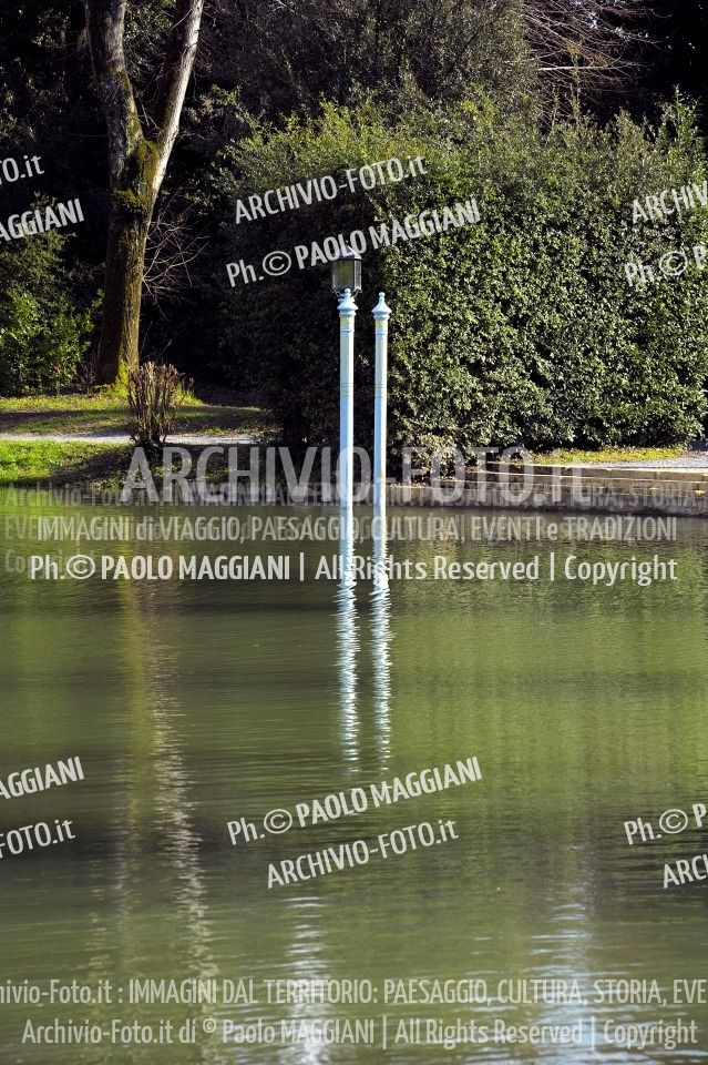 156ND70020P_MAG2953-FS-LUCCA_VILLA_REALE