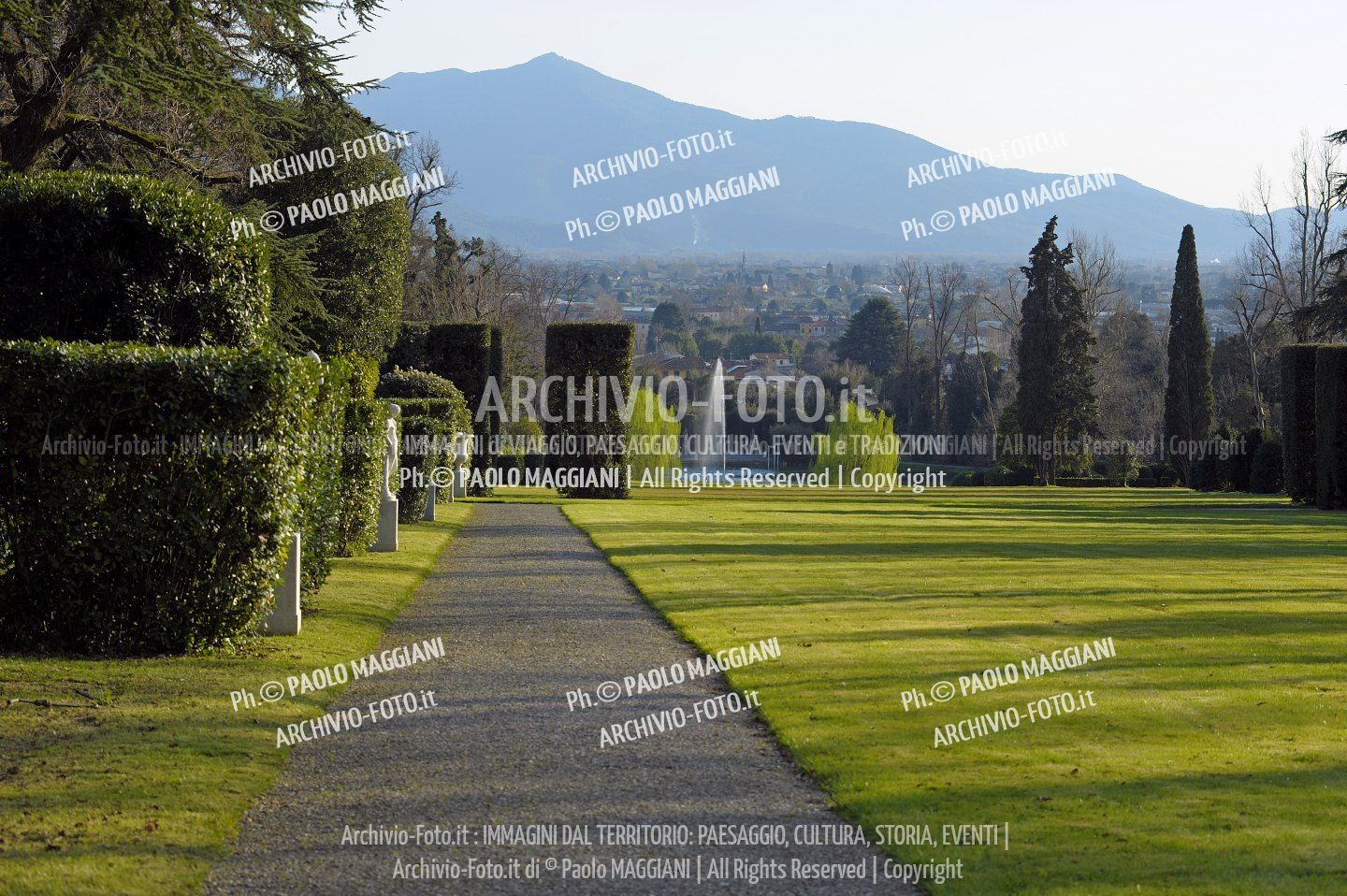 156ND70020P_MAG2959-FS-LUCCA_VILLA_REALE