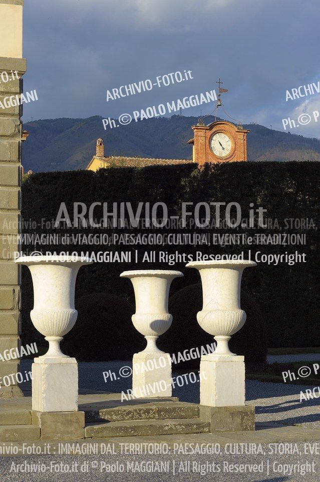 156ND70020P_MAG2961-FS-LUCCA_VILLA_REALE