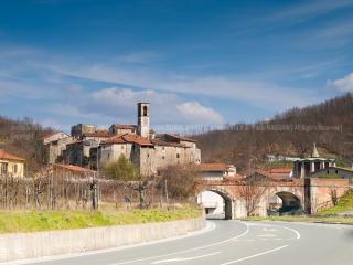 3159510__15032009_borghi-borghi-e-castelli-borgo-castelli-castello-Lunigiana-Paolo-Maggiani-Rometa