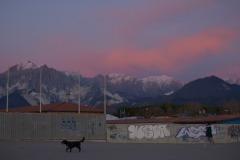 175ND61019PMAG_1167_Paolo-Maggiani_11022019_Alpi-Apuane-cane-cave-di-marmo-Monte-Brugiana-Monte-Sagro-neve-spiaggia-stabilimenti-balneari-tramonto
