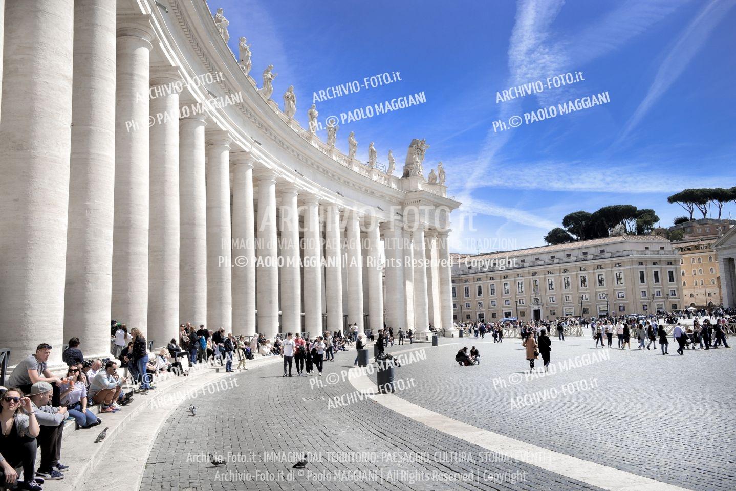 Roma, Piazza San Pietro, colonnato, Città del Vaticano