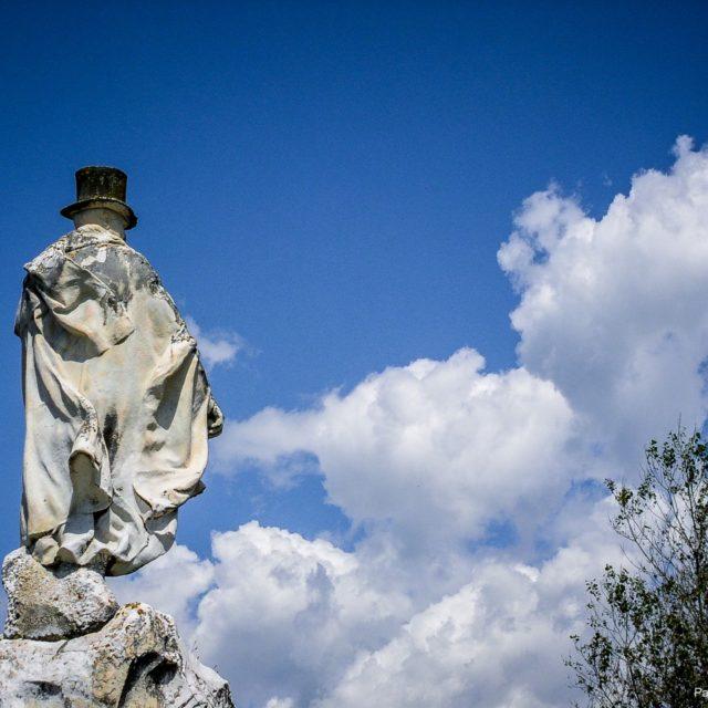 Marinella di Sarzana, Carlo Fabricotti, monumento e Cappella