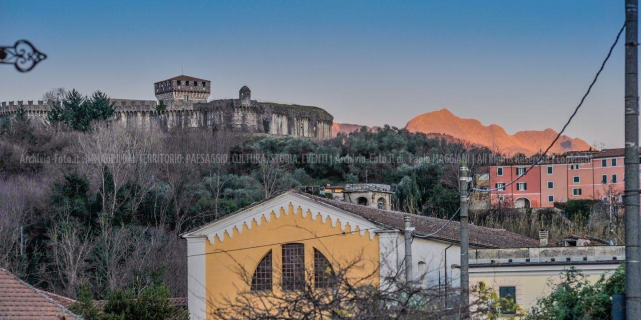 Sarzana, la Fortezza di Sarzanello e il Monte Sagro