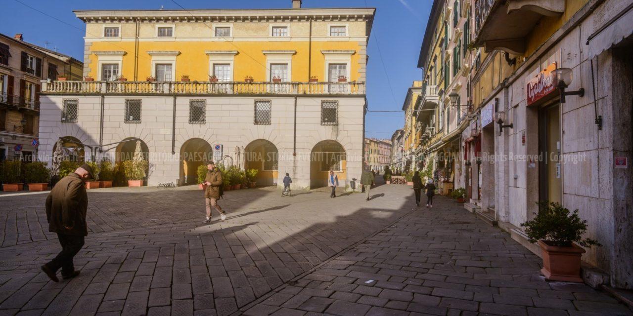 Sarzana, Nuove Gallerie di ex Hotel, Piazze e Oratori