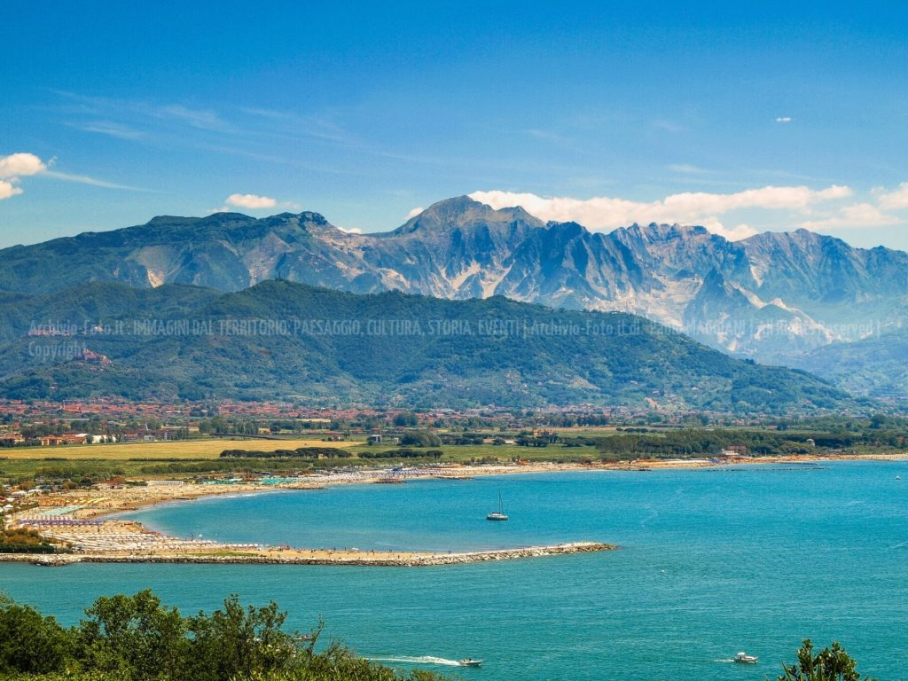 Alpi-Apuane-collina-Fiume-Magra-Monte-Marcello-Monte-Sagro-Santa-Lucia-